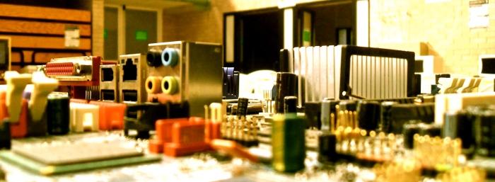 En una mesa de reciclaje de piezas decubro algo parecio a las maquetas que hacemos en la escuela para las asignaturas de urbanimo.